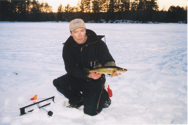 Ice fishing in wisconsin ice fishing guides wisconsin for Ice fishing walleye videos