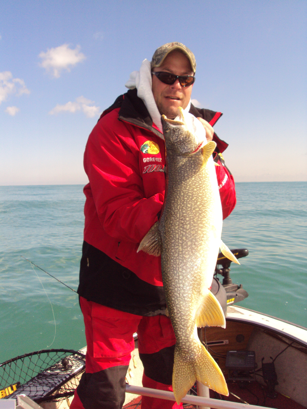 On wisconsin outdoors with dick ellis for Clements fishing barge